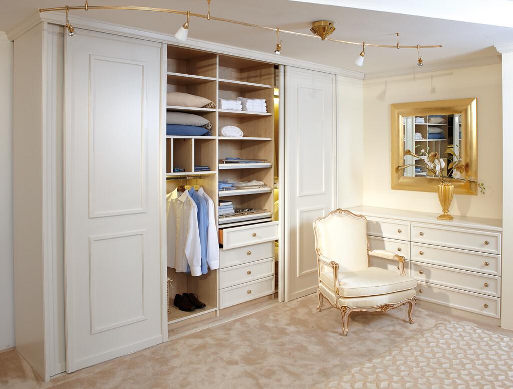 Begehbarer kleiderschrank luxus  Begehbarer Kleiderschrank im Toni Herner Möbellexikon